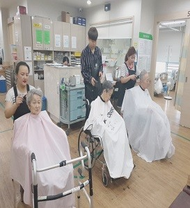 헤어연구반_요양원봉사현장